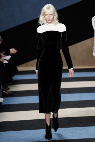 … dieses Kleid in Schwarz