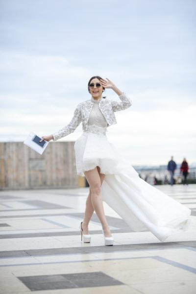 Sie wollte eigentlich zu ihrer Hochzeit. Auf dem Weg ist die Hälfte des Kleides abhanden gekommen.