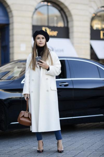 Mira Duma ist ja ohnehin eine Augenweide. Der Look: Classy with a twist. Den Hut hätte es nicht gebraucht.