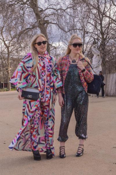Diese zwei Damen sind auch so ein Streetstyle-Phänomen, das ich nicht verstehe. Da hilft auch Chanel allover nicht.