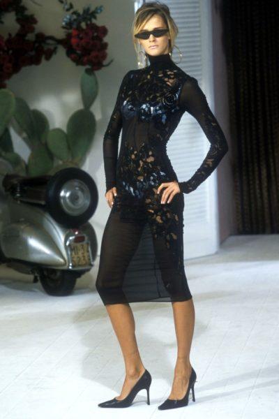 Supermodel Carmen Kass im coolen Dolce & Gabbana Look 2001