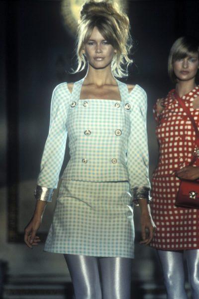 Perlglanzbotschafterin Claudia Schiffer (Couture Kollektion 1994 von Gianni Versace)
