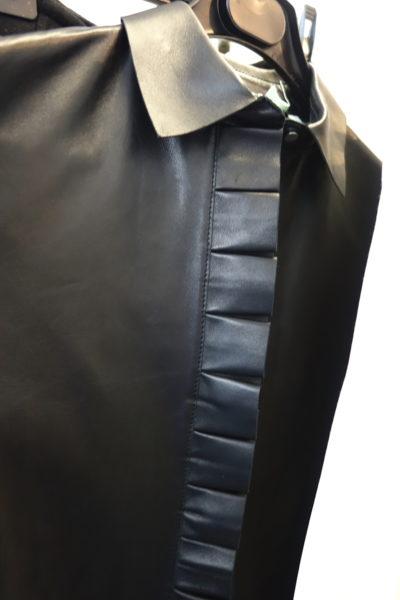 Off White – auch ein Label, das wir uns ganz schnell merken. Cool und gute Ideen. Leder-Bluse mit Rüschen.