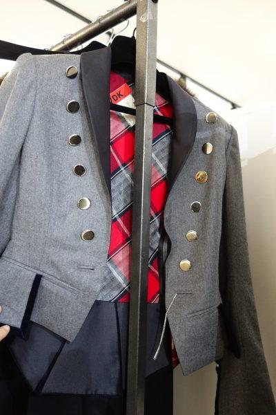 RVDK – das ist ein Label, das man sich merken sollte. Emmanuelle Alt von der franz. Vogue ist schon Fan. Semi-Haute-Couture hier im bayerischen Jancker-Stil.