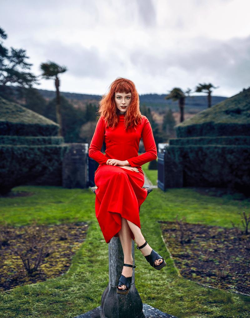 Mercedes Helnwein Modepilot ich Magazin rotes Kleid