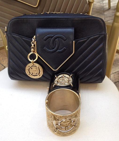 Die neue Tasche von Chanel: Sie hat noch keinen Namen, aber der Verschluss soll eine Krawatte darstellen. Best of Karl.