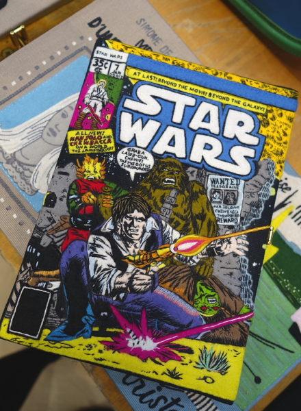 Olympia Le-Tan hat sich bei ihren bestickten Clutches dem Star Wars Hype hingegeben. Für Han-Solo-Fans mit Budget.