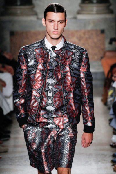 Les Hommes: im Klassik-Style mit Krawatte und Blouson