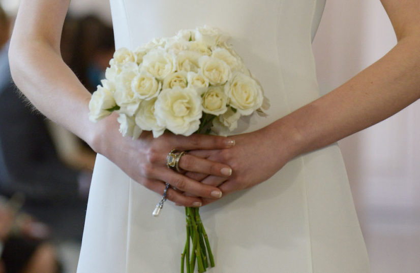 Blumenstraß Brautstrauß weiß Bouquet stilvoll rosen inspiration modepilot