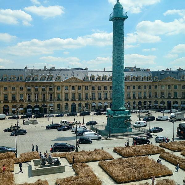 Place Vendôme als Weizenfeld – dank Chanel