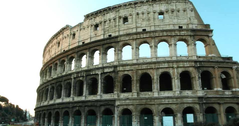 Das Kolosseum in Rom vor der Sanierung und…