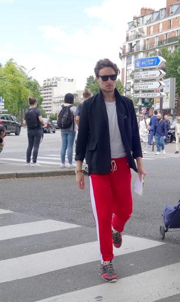 Bei diesen Streetstyle von der Pariser Herrenmodewoche handelt es sich sicher um die Jogging von AMI.
