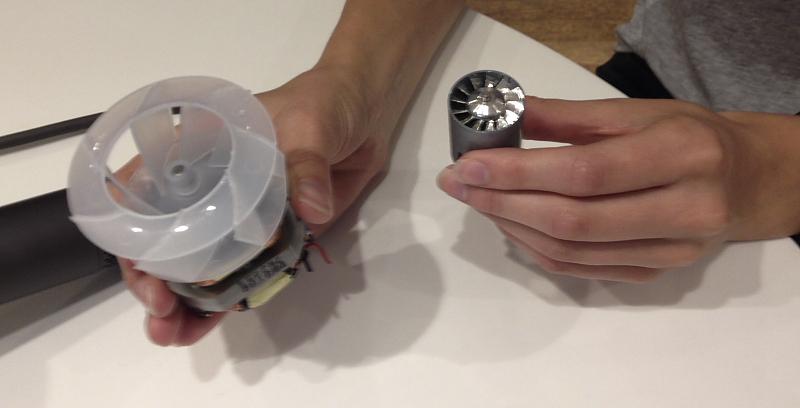 Der Dyson Motor im Vergleich: Links ein herkömmlicher Föhn-Motor, rechts der neue Supersonic