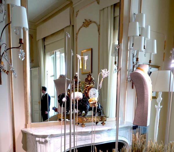 Alte Kamine und Spiegel zeugen von der langen Geschichte des Hotels Ritz.