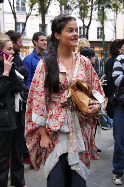Kürzerer Kimono, gegürtet als Eyecatcher