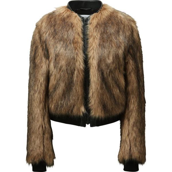 Fake Fur endlich mal wertig umgesetzt. Vorsicht: In der Kollektion gibt es zwei Qualiäten. Die ist ok. Auch der Mantel ist gut, aber eine andere schaut billig aus.