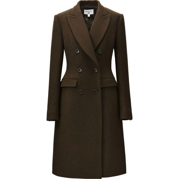 Wieder ein Mantel im Balenciaga Stil mit breiter Hüfte. Er sitzt toll. Schönes Material.