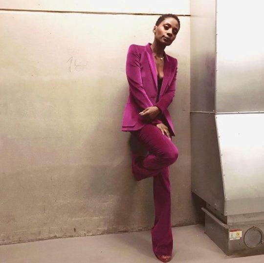 Nikeata Thompson anzug pink deutschland tanzt