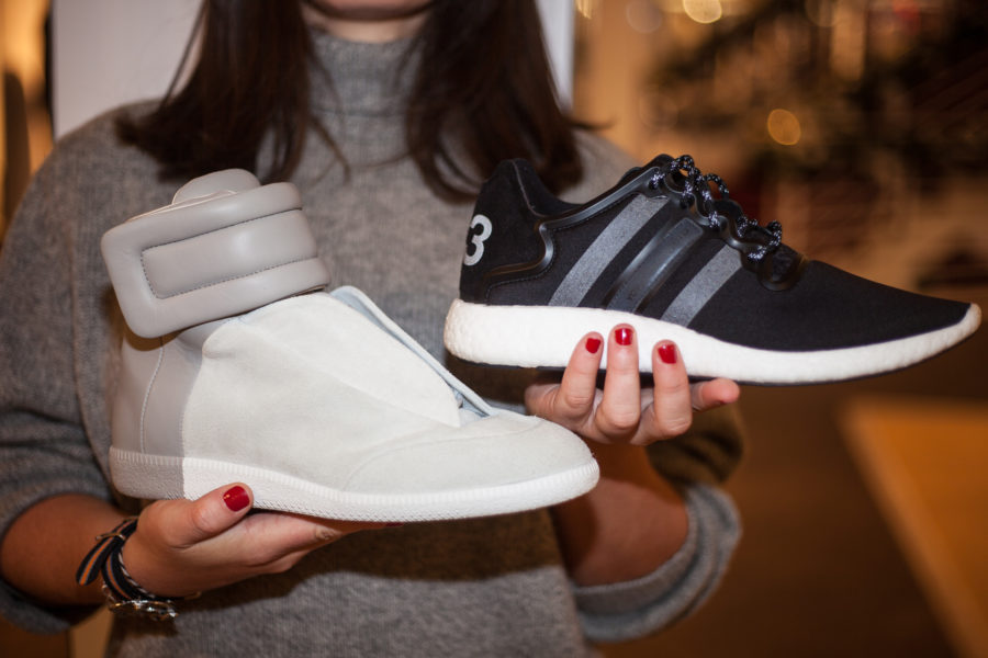 Li: Sneaker von Margiela, um 649 Euro. Re: Yohji Run Sneaker von Y-3, um 279 Euro.