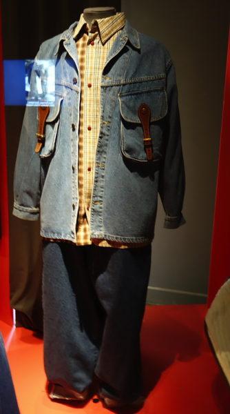 Typisches, superweites Baggy-Outfit der 90er Jahre