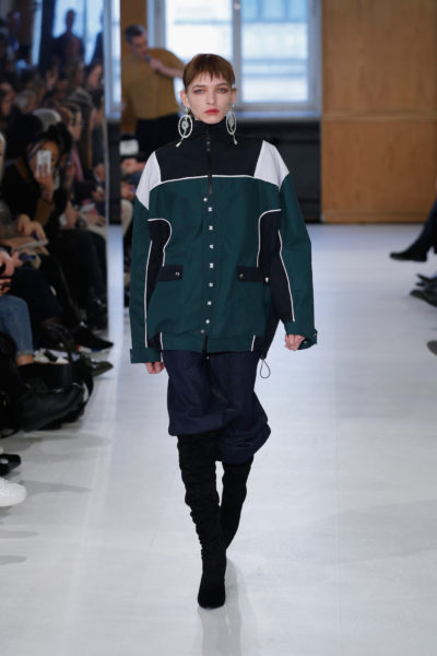 Funktionale Mode im Alltag, z.B. im Stil einer Ski-Jacke sind ein Thema, das uns noch eine Weile begleiten wird