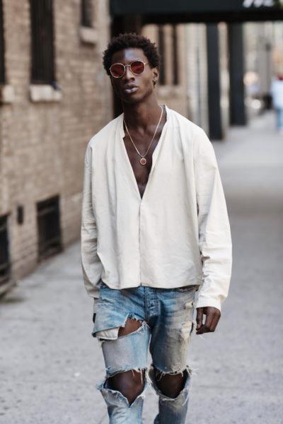 New York City 2016: Ein Outfit, das Elemente des  Punk, Grunge und der Skandalkollektionen von McQueen, Galliano und Konsorten vereint.