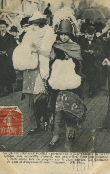 1911: Der Rock ist kein Rock, sondern darunter versteckt sich eine Hose.