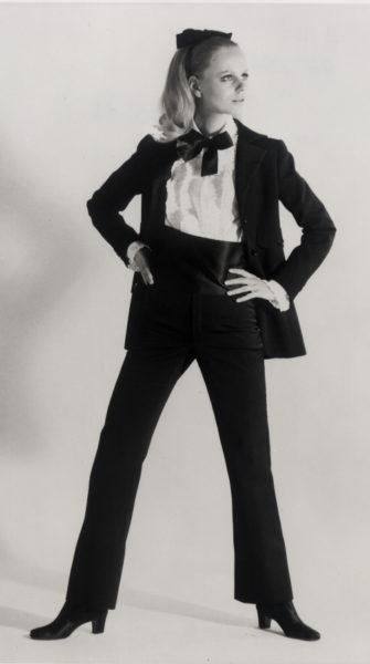 Yves Saint Laurent, 1966: der erste Smoking für Frauen.