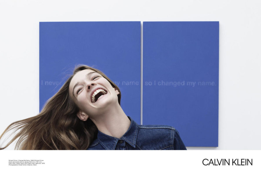 "Kunstwerk: ""I Changed My Name"" von Richard Prince, Denimshirt: Calvin Klein"