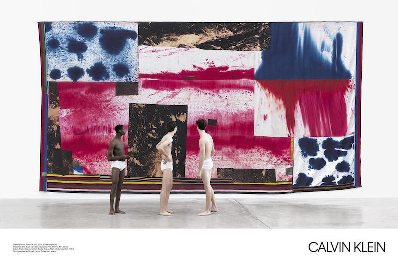 """Kunstwerk: """"Flag"""" von Sterling Ruby, weiße Baumwoll-Unterhosen: Calvin Klein"""
