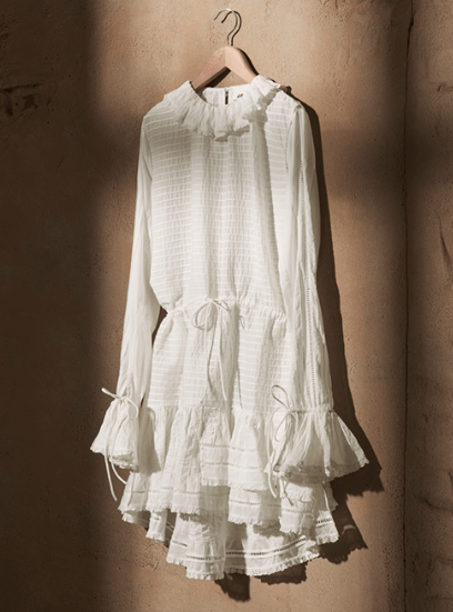 Kaufen: Online schon ausverkauft, sehr begehrt in den Läden. Das Kleid ist schön und so was braucht man für den Sommer.