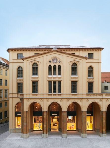 Einst die Herberge derMünzprägeanstalt, heute der Boutique: Die Münzarkarden mit den berühmten Spitzbögen.