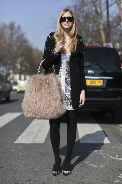 """Bloggerin Chiara Ferragni mit der """"Libertine""""-Tasche von Christian Dior, Paris 2011"""