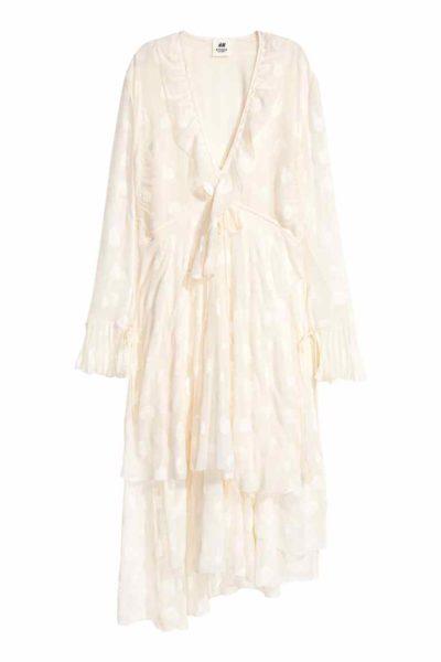 Halbe Kaufempfehlung: Das Seidenblend-Kleid (Seide plus Polyamid) ist ein Jacquard-Stoff. Das kann auch eine super Bluse sein. Der Stoff könnte aber dicker sein, dafür ist es gefüttert in Viskose und da geht mein Daumen hoch.