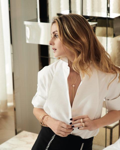 Olivia Palermo trägt die klassische Posession-Linie (ohne Farbstein)