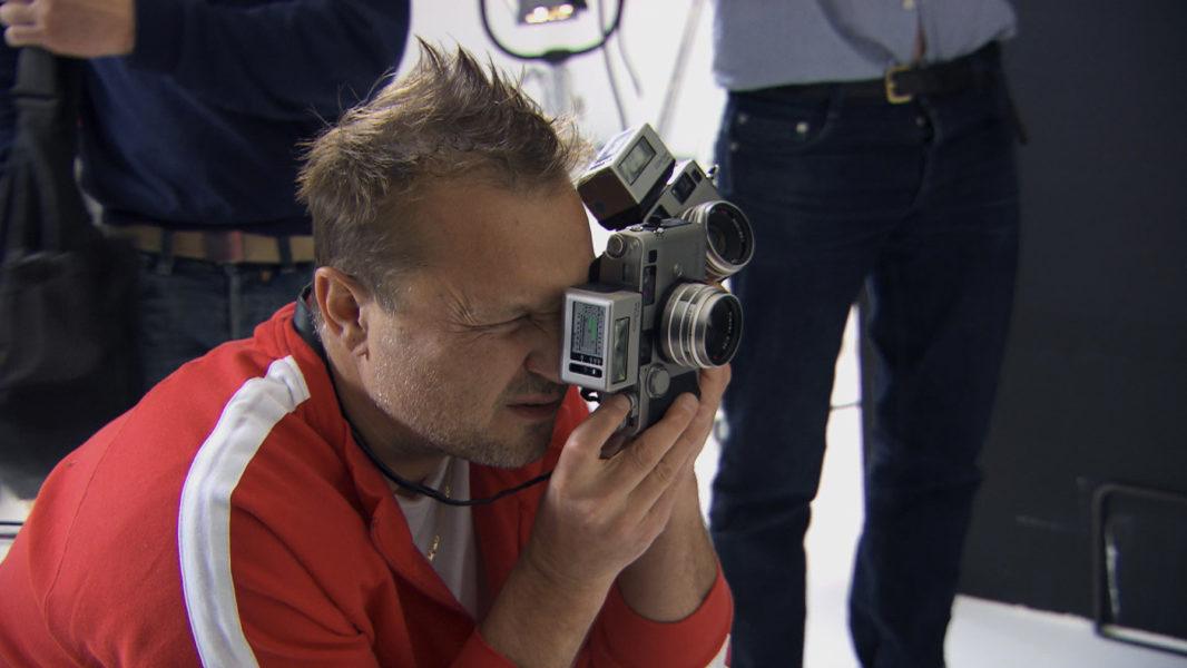 Fotograf Jürgen Teller 2011 bei der Arbeit – so zu sehen in der Dokumention von Arte