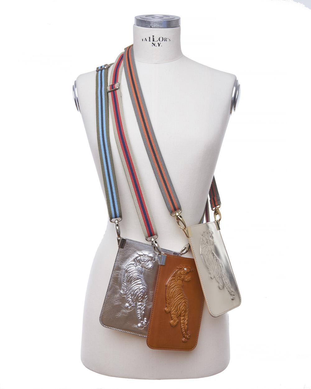 Brustbeutel-Trend: Mini-Tasche mit Tigerprägung (z.B. Tiger oder Skarabäus) und Bagstrap von Gabriele Frantzen