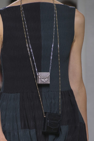 """Hermès hat schon die Lösung für das Platzproblem: Man trägt einfach mehrere """"Micro-Précieux- Bags"""" übereinander. Preis auf Anfrage."""