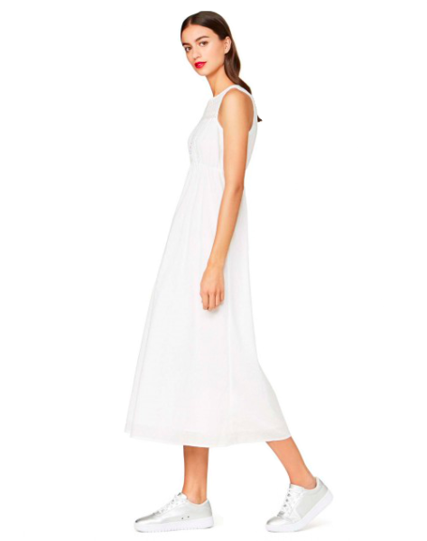 Das Midi-Kleid ist zweilagig aus 100 Prozent Baumwolle