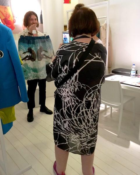 Kult-Modejournalistin Suzy Menken auf Label-to-watch-Suche im australischen Pavillon der Pitti Uomo