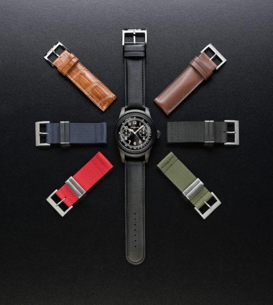 Die Summit aus Edelstahl mit schwarzer PVD-Beschichtung und sieben Armbandvarianten