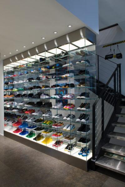 Die Sneaker-wall war damals 2008 noch etwas Neues. Nun hat sie fast jeder Laden.