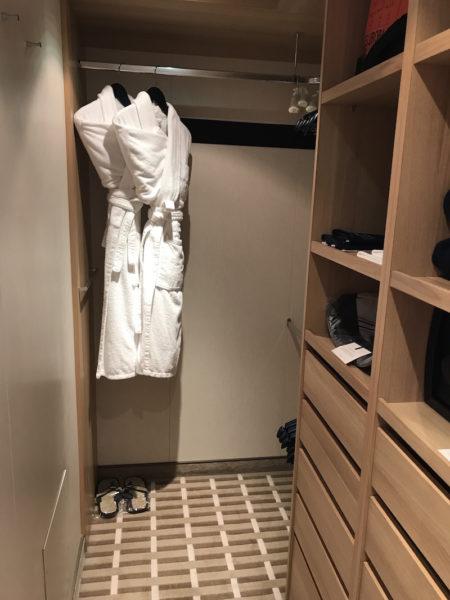 Der begehbare Kleiderschrank, bevor ich ihn befüllt habe