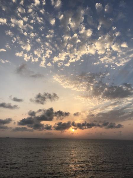 Blaue Stunde auf der MS Europa 2 zwischen Ibiza und Malàga