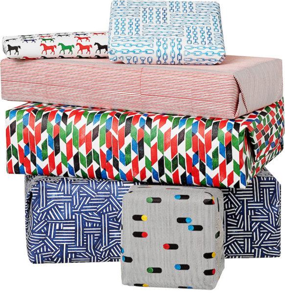 Geschenkpapier von Hermès in der Anwendung – die Box kommt mit 12 Bögen à 65 mal 90 cm