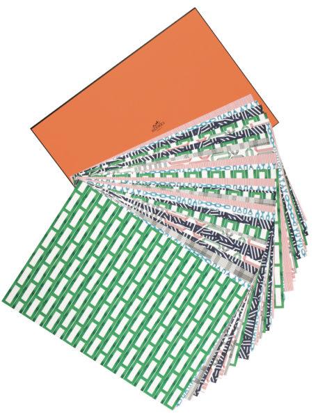 Tisch-Sets von Hermès aus Papier: 36 Stück à 46 mal 32,5 cm