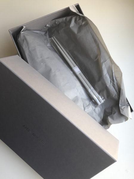 Jedes Paar Schuhe kommt übrigens mit Essstäbchen – bald habe ich genug für drei Gäste ;-)