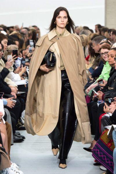 Bei Céline wird der Mantel doppelt genommen – für doppelt Schutz
