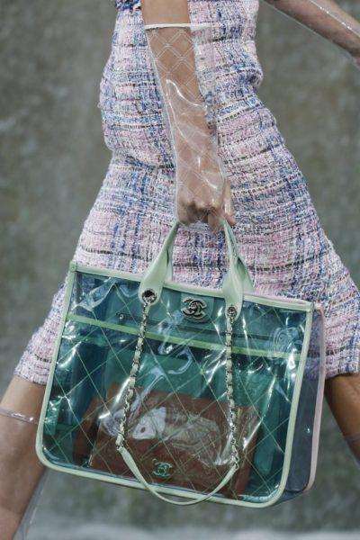 Eine Regentasche von Chanel für die Handtasche von Chanel