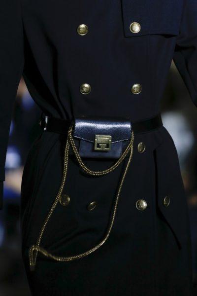 … und als zickige Micro Bag mit kurzer Kette – von Givenchy